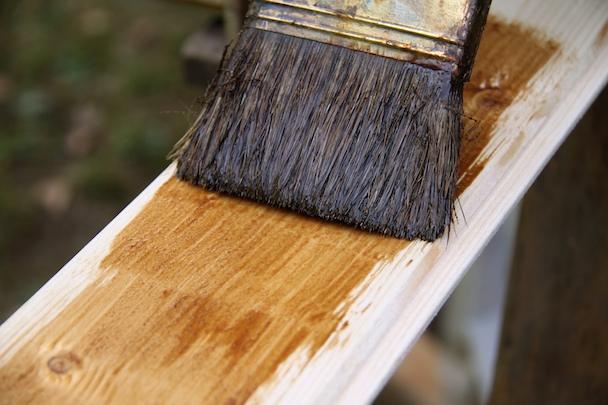 Verniciare gli infissi in legno il chiodo fisso blog fraschetti - Verniciare porte in legno ...